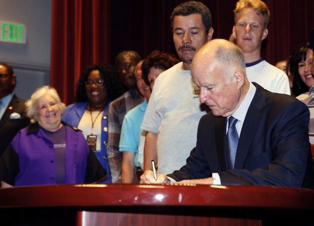 Bill passes to push California's minimum wage to $13 an hour