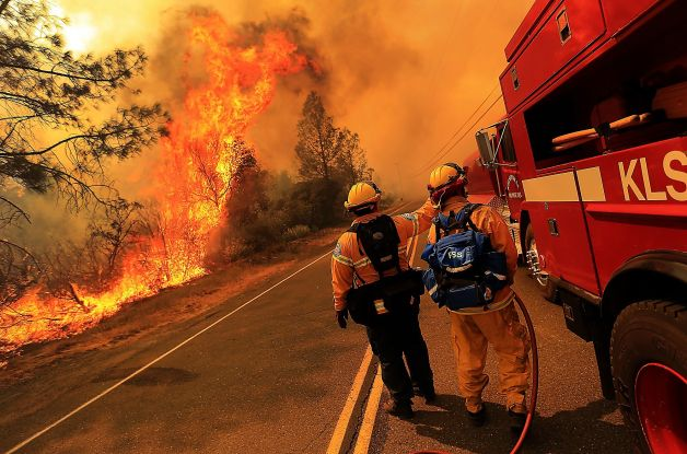 Homes threatened as Napa fire spreads to 4,300 acres