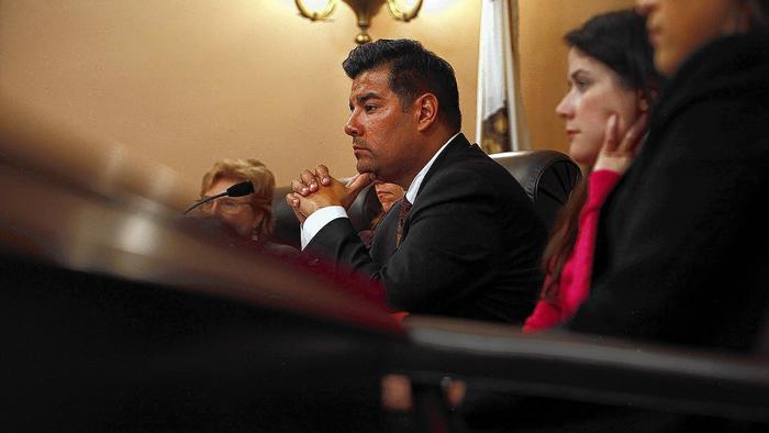 LAT: California bill would ease professional licensing rules for immigrants
